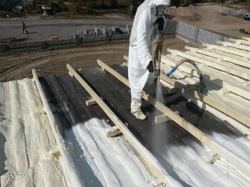 Нанесение полимочевины на крышу